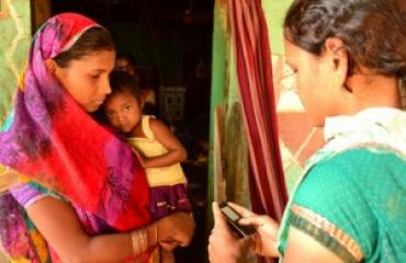 A community health worker on a home visit (Chelsea Hedquist/Photoshare)